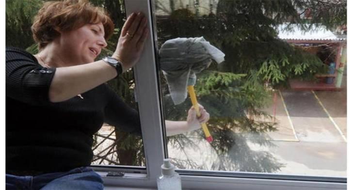 Решила помыть окно. Живем мы на четвертом этаже