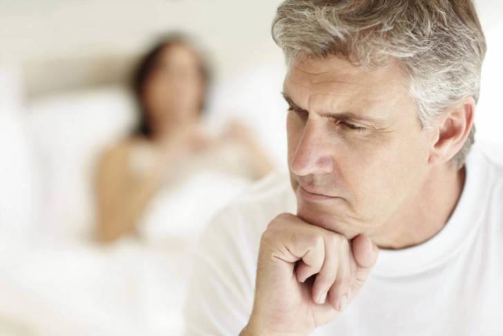 Муж в завещании указал, чтобы его похоронили со всеми его сбережениями. И жена выполнила его последнюю просьбу